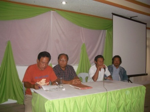 ". Leaders of Namasco banana workers decry forcible takeover of their banana plantation in Compostela town during the press conference last Saturday with the Davao del Norte Press Radio and TV Club (DNRPC), Inc.at Cevannah Bar Café and Restaurant at Lapulapu St., Tagum City. At left is DNRPC chairman Greg ""Loloy"" Ybanez"